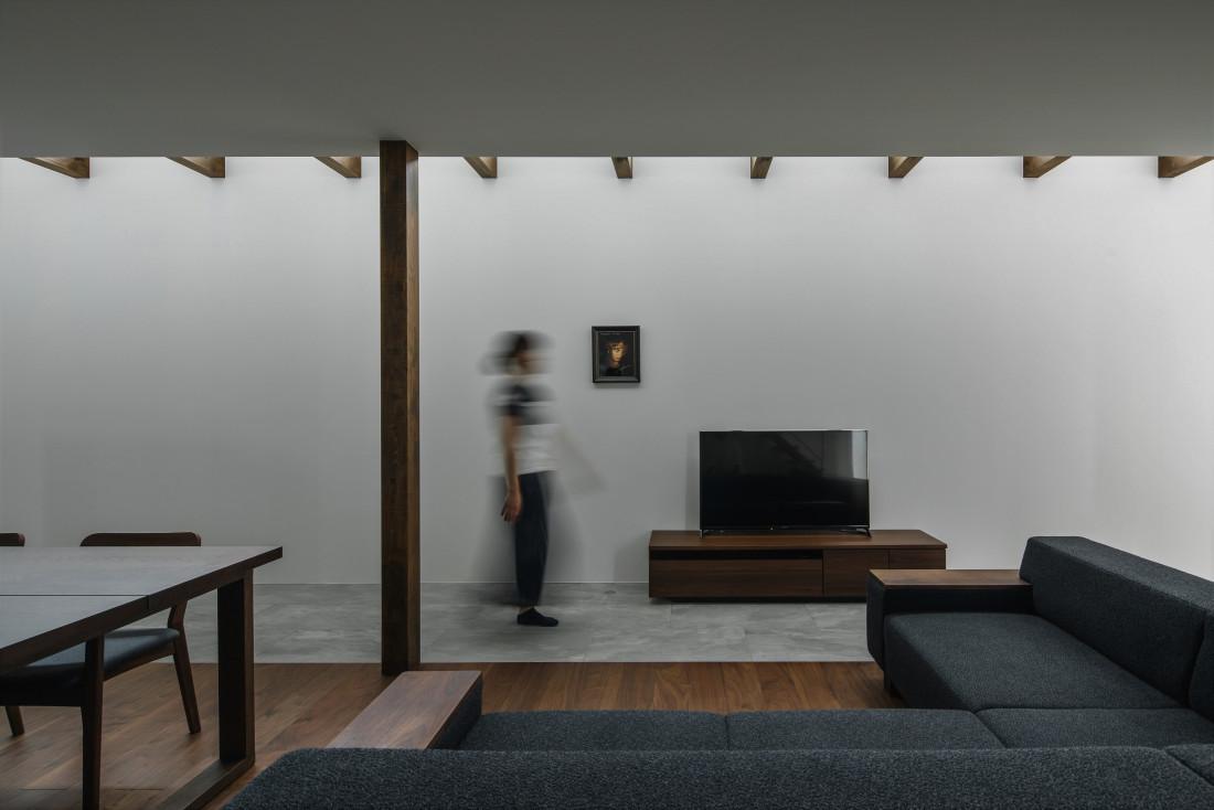 石部東の家(間接光を取り入れてたプライバシーを確保しつつ明るいリビング) アイキャッチ画像