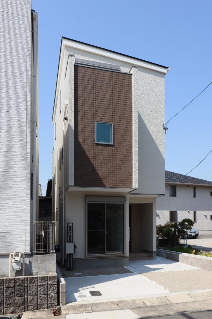 変形の狭小敷地を上手に利用した3F建て健康ウェルネス住宅 アイキャッチ画像