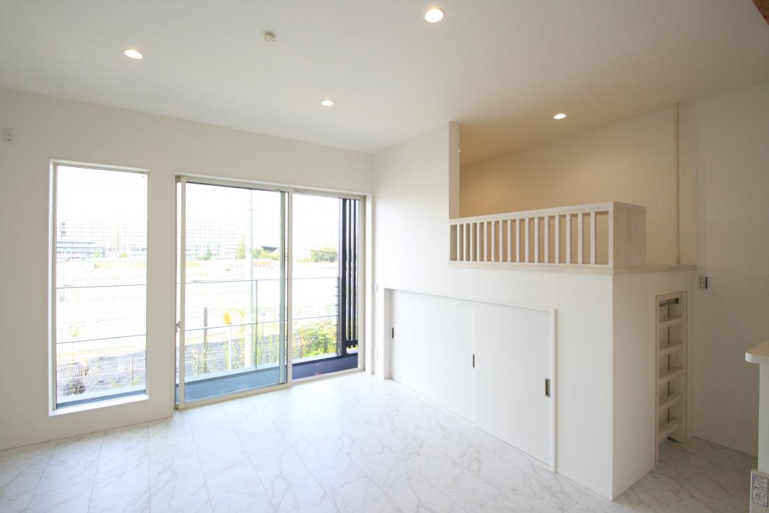 眺望を生かした白い家 アイキャッチ画像