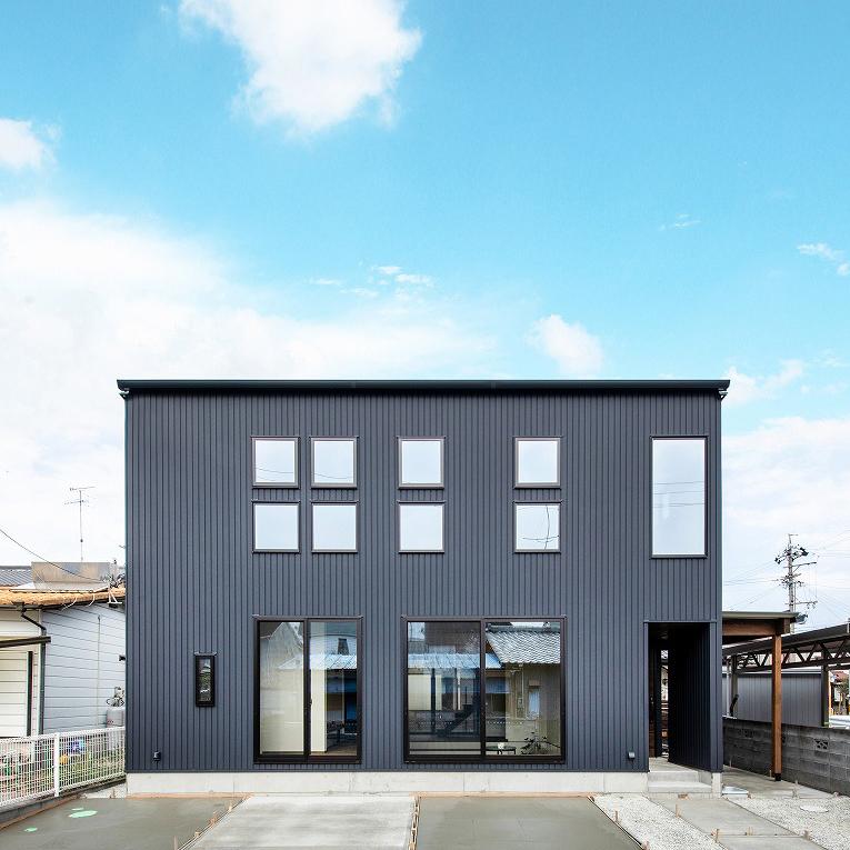 【オープンリビング】×【裏庭】で家族が楽しむ家 メイン画像