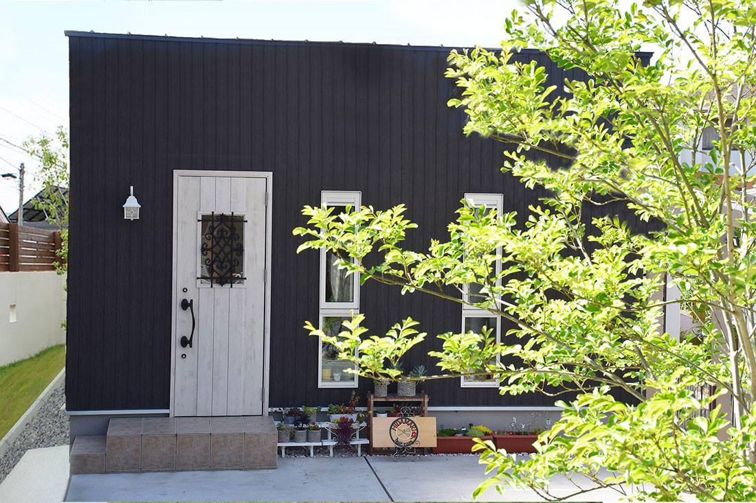 自宅の庭先に建てる、小洒落た美容室【タイニーハウス】 アイキャッチ画像
