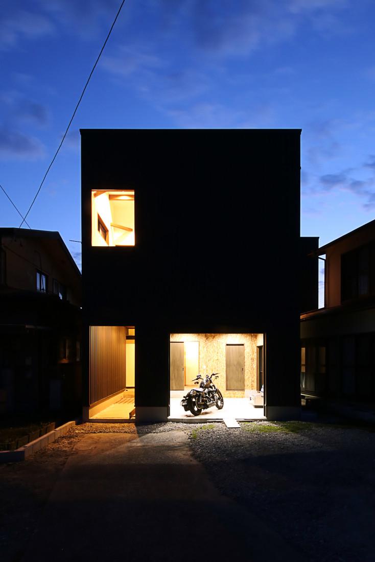 趣味を愉しむ「ビルトインガレージ」のある家 アイキャッチ画像