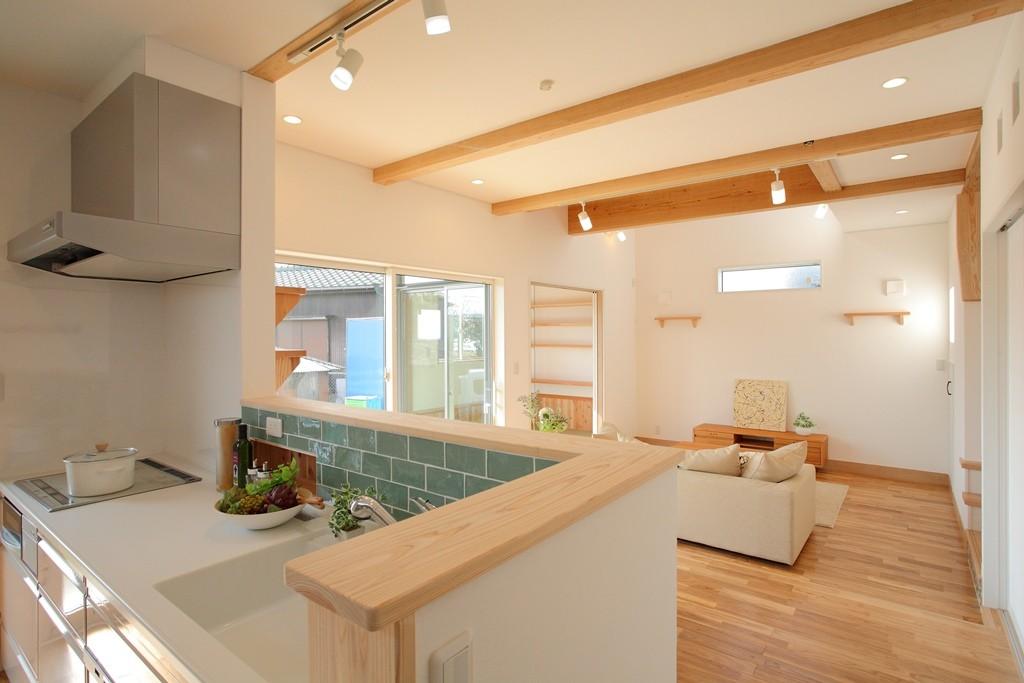 「自然素材にこだわるナチュラルスタイルな家」 アイキャッチ画像