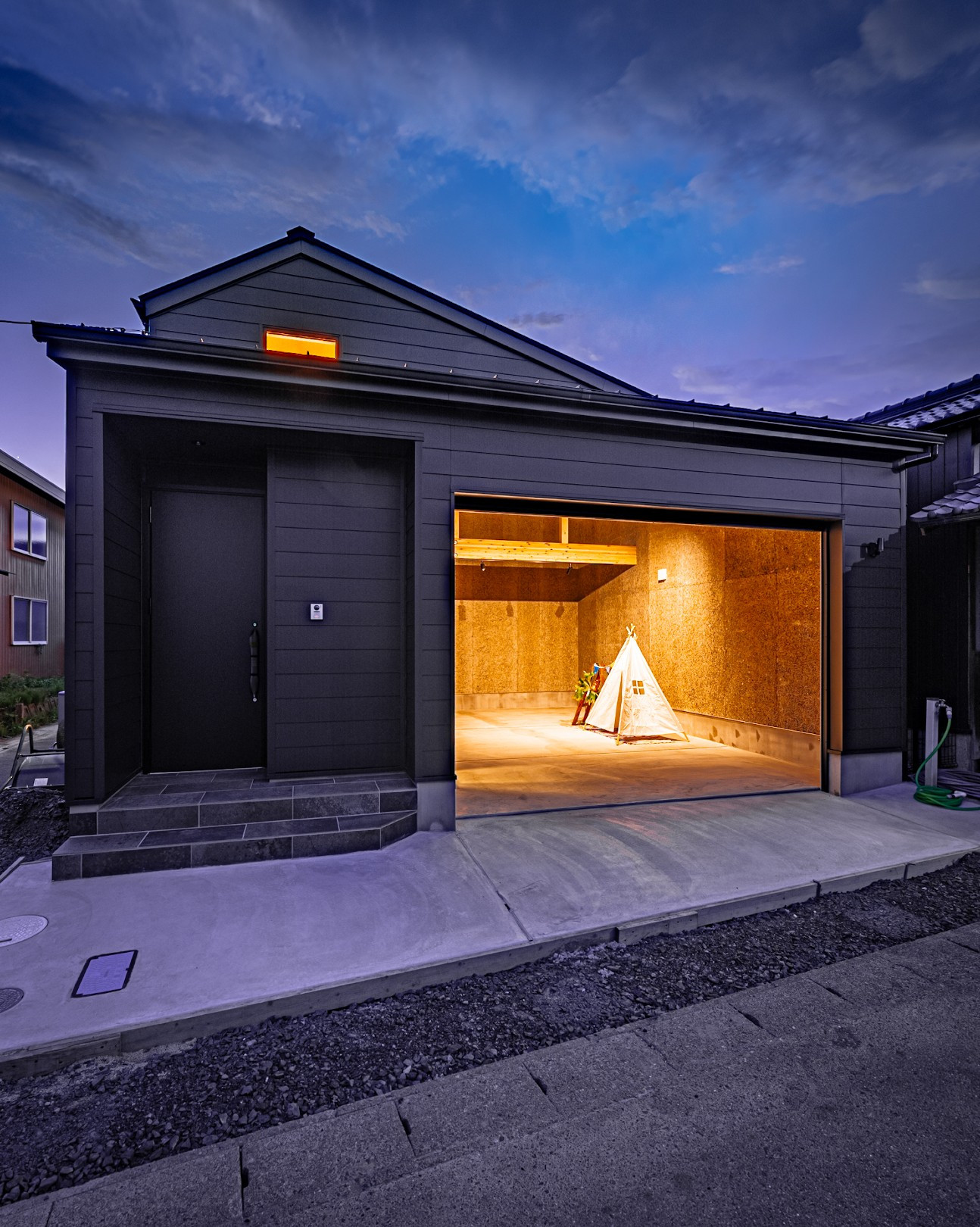 ビルトインガレージのあるハコ~愛車と共に暮らす アイキャッチ画像