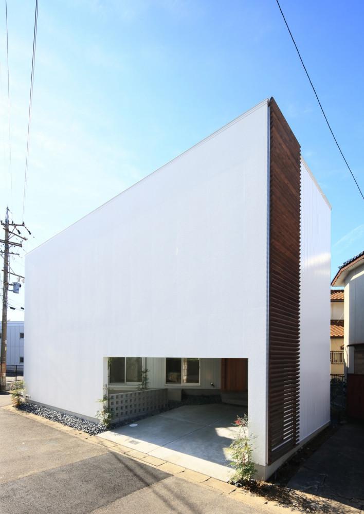 三角形の土地に建つ2階リビングの家 アイキャッチ画像