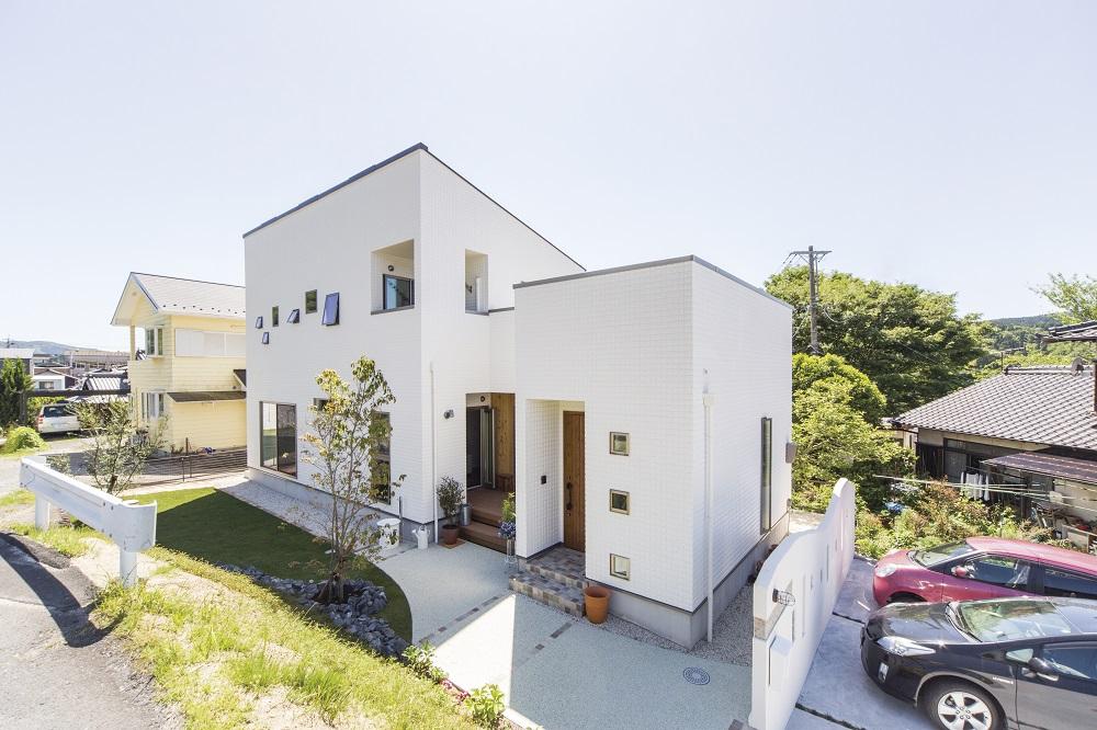 屋上のあるホワイトモダンの家 アイキャッチ画像