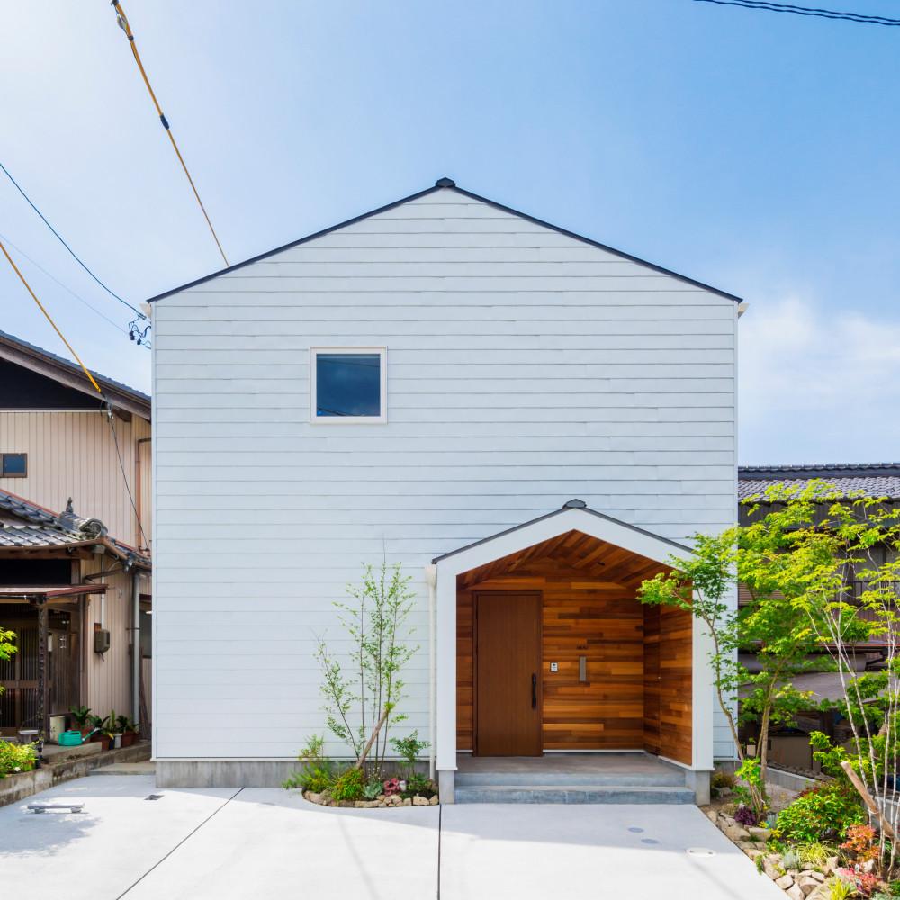 三角屋根のシンプルかわいい家 アイキャッチ画像