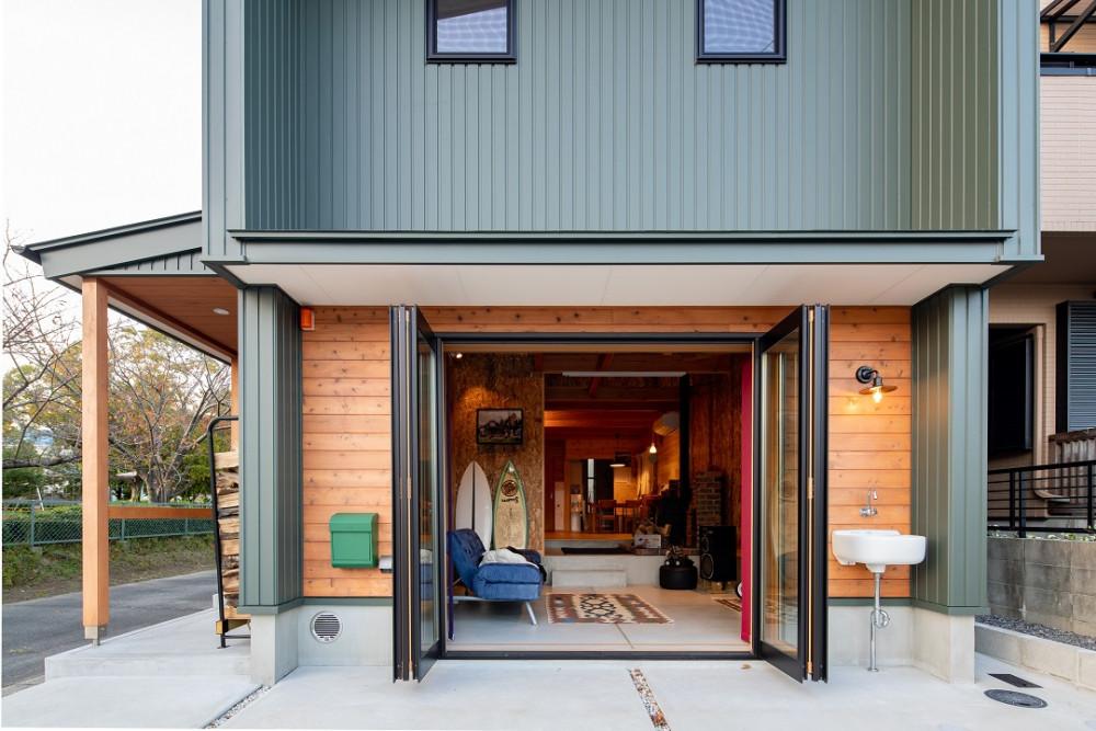 アウトドア好きの家族の、土間リビングと薪ストーブのあるエアサイクルの家 アイキャッチ画像