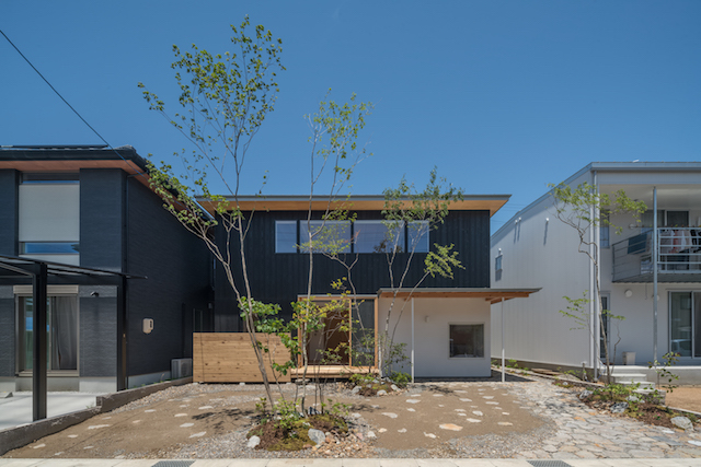分譲地に住みながら四季の移ろいを楽しむ家 アイキャッチ画像