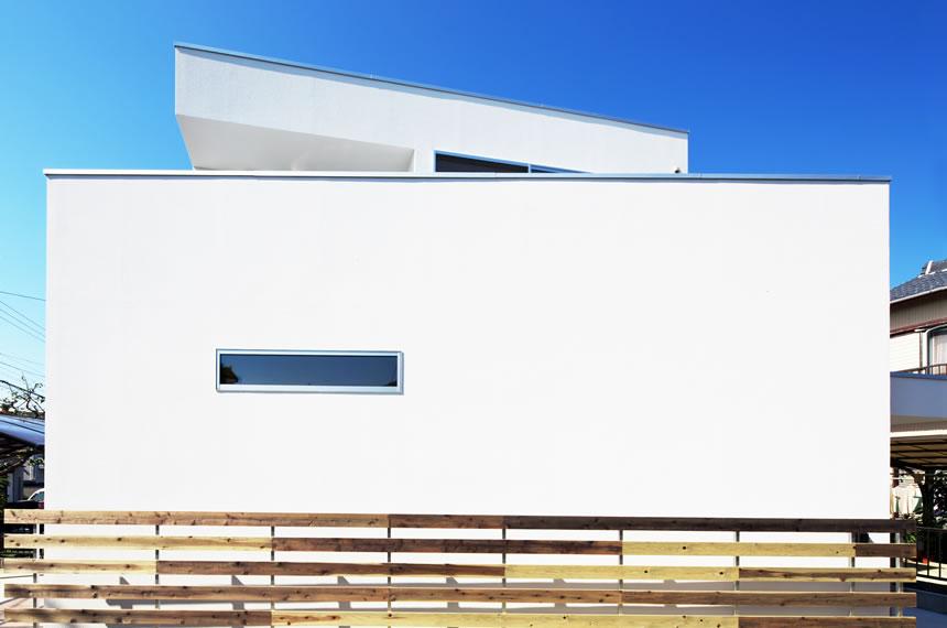豊橋市、キュービックな狭小地に建てた白壁の家