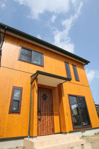 豊橋市、無垢材をふんだんに使い、外壁にも木を張った家