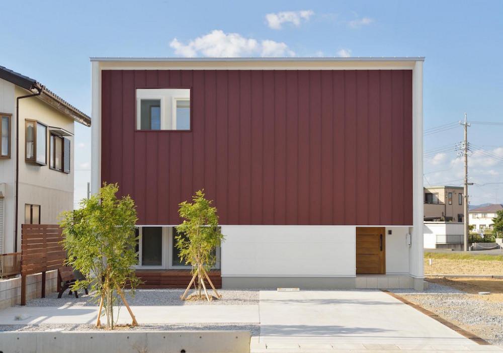 浜松市「クールな赤い垂れ壁の家」 アイキャッチ画像