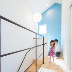 ムーミンと暮らす三角屋根の青い家 アイキャッチ画像