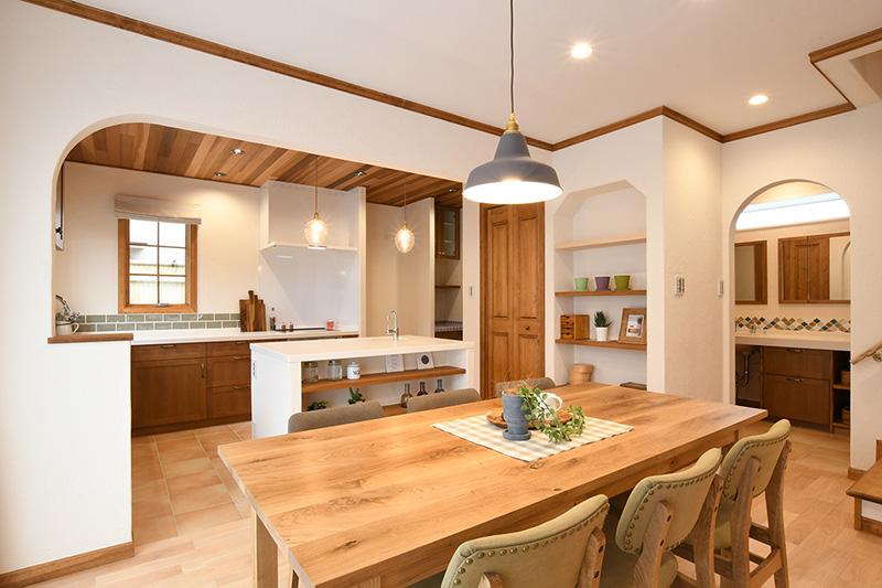 2世帯で料理を愉しむアイランドキッチンのあるお家 アイキャッチ画像