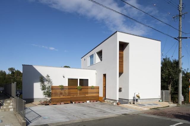 無垢の木の温かみ感じる白いハコの家 アイキャッチ画像