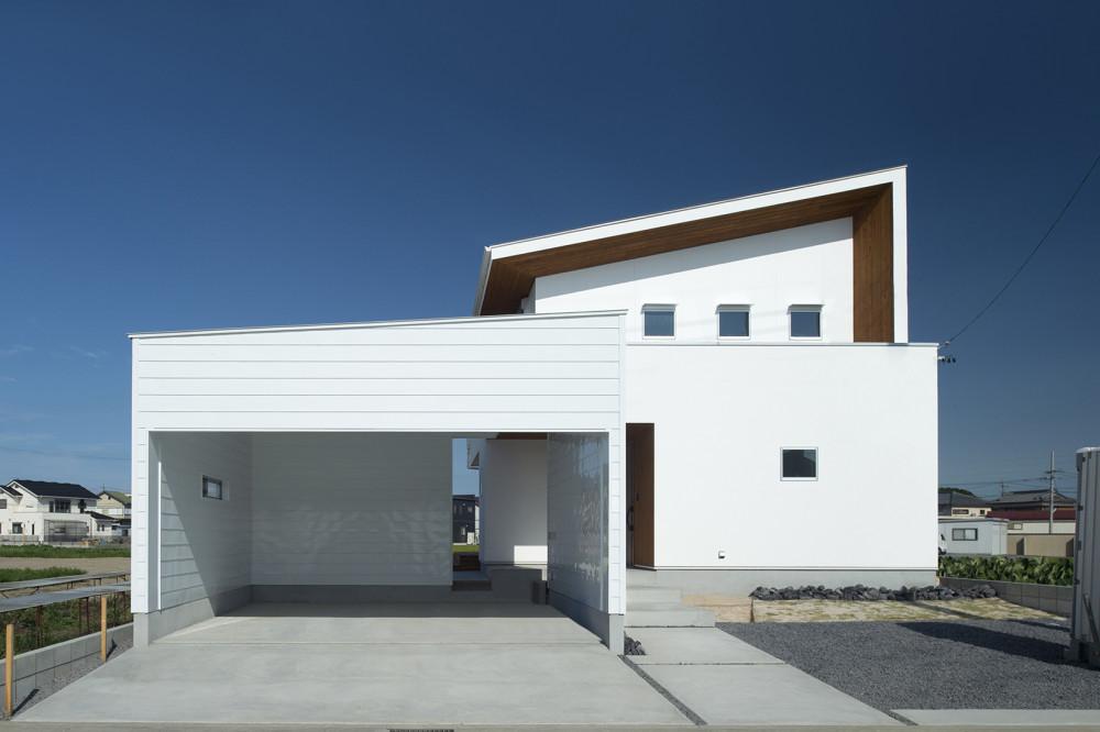 青空とのコントラストが美しい家 アイキャッチ画像
