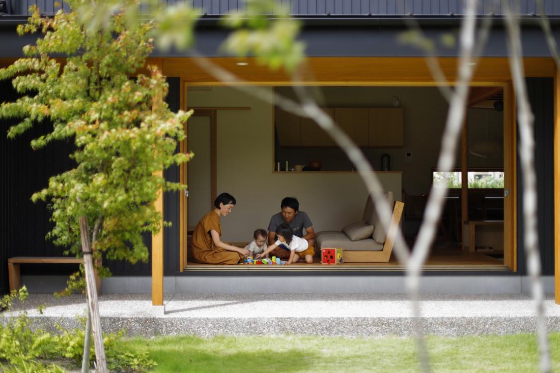 大きな木製窓のあるエアサイクルの家 アイキャッチ画像