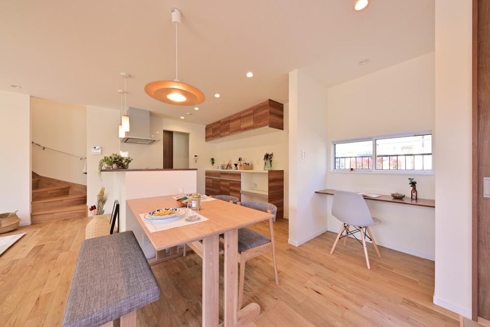 木材をたくさん使用した温かい雰囲気の家 アイキャッチ画像