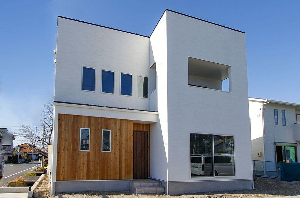 シンプルでおしゃれな白い壁の家 アイキャッチ画像