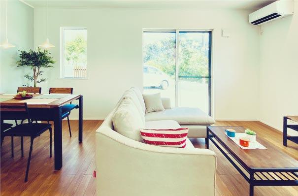 オンリーワンの家づくり【提案型】建売住宅 印象的なモスグリーンのガルバをまとったコンパクトなのに収納たっぷりの機能的な家 アイキャッチ画像