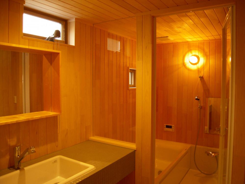 木のお風呂で毎日温泉気分 アイキャッチ画像