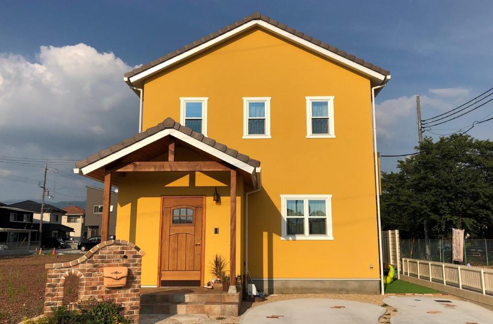 オレンジ色の可愛いお家 アイキャッチ画像